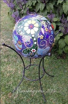 Garden Gazing ball using a bowling ball Bowling Ball Crafts, Bowling Ball Garden, Mosaic Bowling Ball, Bowling Ball Art, Garden Balls, Garden Spheres, Mosaic Garden Art, Mosaic Pots, Mosaic Glass