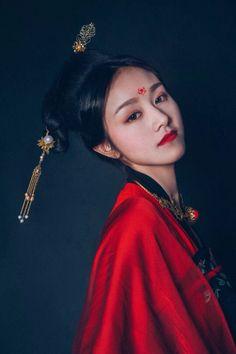 - Nữ nhân cosplay cổ trang by Kiều Mạt Yên Lộ.