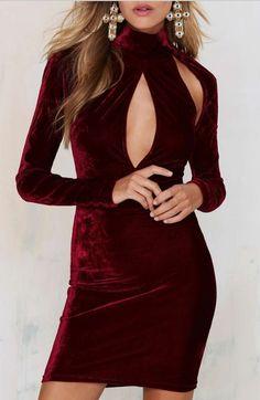 Vestido Fendas Veludo de manga comprida. nas cores vinho e marinho