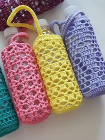 Bottled water bottle Crochet is usually an operation of fabricating linens using a crochet connect Crochet Mug Cozy, Crochet Gifts, Cute Crochet, Crochet Bags, Crochet Stitches, Crochet Patterns, Green Shoulder Bags, Water Bottle Holders, Water Bottle Carrier