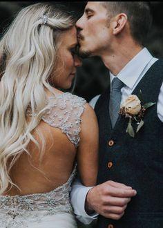 bridesmaids poses Small Rose Gold Hair Comb for Wedding, Bridesmaid gift, Comb, dainty crystal bridal comb, HAYLEY Wedding Photoshoot, Wedding Shoot, Wedding Couples, Dream Wedding, Party Wedding, Wedding Hair, Wedding Ideas, Cake Wedding, Wedding Colors