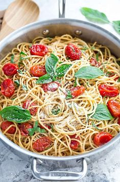 Tomato Recipes Cherry Tomato Basil Spinach and Parmesan Pasta makes the perfect easy and comforting weeknight meal! Best of all, it comes together easily in under 30 minutes! Spinach Pasta Recipes, Vegetarian Pasta Recipes, Cooking Recipes, Healthy Pastas, Healthy Recipes, Parmesan Pasta, How To Cook Pasta, Cherry Tomatoes, Vegetarian