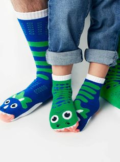 In this combo matching dinosaur socks set, get 1 kid and 1 adult size T-Rex & Triceratops pair! Silly Socks, Boys Socks, Crazy Socks, Cute Socks, Dinosaur Socks, Cute Dinosaur, 21st Gifts, Fathers Day Gifts, Matching Socks