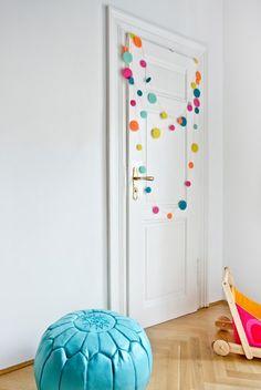 Tato+girlanda+zbarevných+koleček+vyrobených+zplsti+je+jemná+a+veselá+sdlouhou+životností.+Girlanda+je+velmi+lehká,+lze+snadno+kdekoliv+zavěsit.+Je+to+nejen+překrásná+dekorace+do+dětských+pokojíčků,+ale+i+milý+dárek! Confetti, Kids Rugs, Room, Baby, Home Decor, Dekoration, Bedroom, Decoration Home, Kid Friendly Rugs