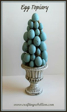 Egg Topiary - What a great project to kick off Easter with this pretty Williams-Sonoma inspired robins egg topiary! Grab your hot glue guns, florist styrofoam, eggs and moss Diy Spring, Spring Crafts, Holiday Crafts, Diy Ostern, Easter Parade, Hoppy Easter, Easter Bunny, Easter Eggs, Easter Celebration