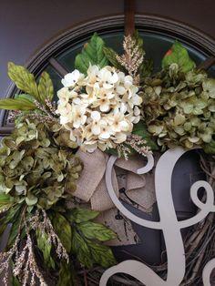 El año Hortensia corona para puerta monograma corona por Flowenka