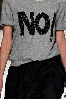 dali e daqui — aclockworkpink: Viktor & Rolf F& Paris. Fashion Tips For Women, Diy Fashion, Paris Fashion, Diy Camisa, T Shirt Painting, T Shorts, Outfit Trends, T Shirt Diy, Diy Clothing