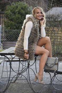 Fur Waistcoat, Pantyhose Outfits, Fur Clothing, Chloe Grace Moretz, Girl Model, Sexy Legs, Dame, New Look, Short Dresses