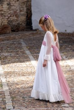Comuniones image 44 Catholic Communion, First Communion, Holy Communion Dresses, Dress Hairstyles, Gowns Of Elegance, Kids Outfits, Kids Fashion, Party, Flower Girl Dresses