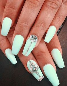 What's the best way to make your matte mint green look even more better? Adding patterns of gold beads and diamonds.