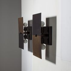 DESIGNED TO SHOWCASE THE BEAUTY AND RANGE OF BRASS PATINAS, THIS SCONCE CAN BE HUNG HORIZONTALLY OR VERTICALLY, AND PIVOTS TO DIRECT A SOFT POOL OF LIGHT. AVAILABLE IN OUR SIGNATURE TWO-TONE, USING A PROCESS DEVELOPED IN OUR STUDIO TO ACHIEVE DUAL FINISHES ON A SINGLE PIECE OF BRASS.