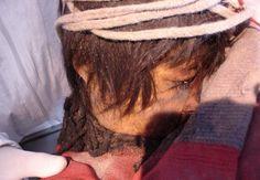 Nowe badania prowadzone przez międzynarodowy zespół ekspertów zaowocowało dowodami wskazującymi na to, że troje dzieci Inków złożone jako ofiary około 500 lat temu spożywały kokę i alkohol w miesiącach poprzedzających ich śmierć.
