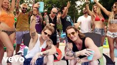 Sun Daze can be found on FGL's latest release ANYTHING GOES.  Click here to purchase:  http://smarturl.it/FGLAnythingGoes  Music video by Florida Georgia Line performing Sun Daze. (C) 2014 Republic Records, a Division of UMG Recordings Republic Records (Republic Nashville)  Источник Christmas Piano: piano.bestsky.