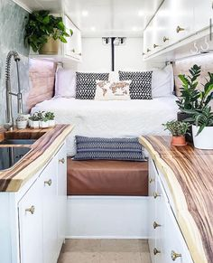 Small Tiny House, Tiny House Design, Tiny House On Wheels, Bus Living, Tiny Living, Van People, Motorhome Conversions, Kombi Home, Conversion Van