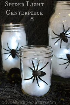 Learn the Step by step tutorial of over of top-rated DIY Halloween Decoration Ideas right here. Make your Halloween creepily stunning with these decor Retro Halloween, Spooky Halloween, Décoration Table Halloween, Halloween Tafel, Halloween Table Centerpieces, Lighted Centerpieces, Cheap Halloween, Homemade Halloween, Halloween Birthday