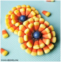 Candy corn flower cookies. SO easy to make and perfect for HALLOWEEN!