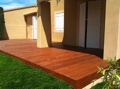 Création d'une Terrasse en Bois ipé avec saturateur teinté.  Terrasse sur sol dur (dallage, carrelage, chape...)  http://sudterrasses.com/  Tél. : 06 51 51 94 02