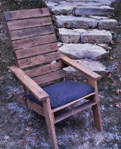 Pallet Furniture Plans, DIY Pallet Projects, Recycled Pallet Ideas - Part 6 Wooden Pallet Beds, Pallet Chair, Pallet Art, Diy Pallet Projects, Pallet Ideas, Wood Projects, Pallet Wood, Making Pallet Furniture, Pallet Furniture Plans