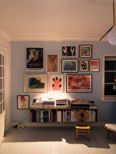30 Stunning Gallery Wall Decor Ideas For Living Room - Home Bestiest Room Ideas Bedroom, Decor Room, Living Room Decor, Bedroom Decor, Home Decor, Living Rooms, Art Decor, Aesthetic Room Decor, My New Room