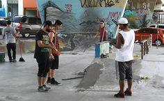 """A """"Pista da Saúde"""", localizada em baixo do complexo viário Maria Maluf, zona sul de São Paulo, está passando por uma nova reforma. Como a verba pública para revitalização do local estava demorando para chegar, os atletas resolveram se unir e agir por conta própria. Cerca de 15 frequentadores fizeram uma vaquinha e começaram a...<br /><a class=""""more-link"""" href=""""https://catracalivre.com.br/sp/muito-mais-sao-paulo/indicacao/mao-na-obra-skatistas-da-pista-da-saude-reformam-local/"""">Continue lendo…"""