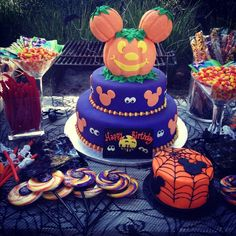 mickey halloween birthday party | Mickey mouse halloween birthday party cake | Holidays