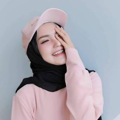 Pin Image by Crazy Laughes Casual Hijab Outfit, Ootd Hijab, Hijab Chic, Hijabi Girl, Girl Hijab, Beautiful Muslim Women, Beautiful Hijab, Fashion 2020, Girl Fashion