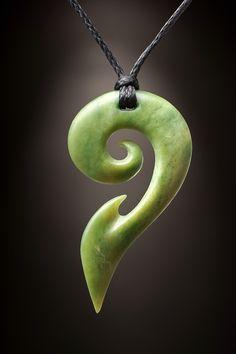 Koru Schmuck aus Jade als Maori Symbol für den Neubeginn