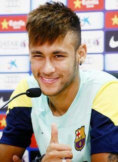 Taglio capelli uomo 2014 rasati ai lati alla Neymar