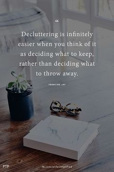 decluttering is infinitely easier when you think about what to keep than what to throw away ❤️ life hack Minimalism Living, Declutter Your Life, Minimalist Lifestyle, Organization Hacks, Organizing Life, Simple Living, Getting Organized, Cleaning Hacks, Me Quotes