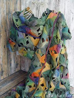 Ravelry: Poison Ivy pattern by Svetlana Gordon Crochet Cowel, Freeform Crochet, Crochet Scarves, Crochet Motif, Crochet Yarn, Loom Knitting Projects, Knitting Blogs, Lace Knitting, Crochet Ripple Blanket