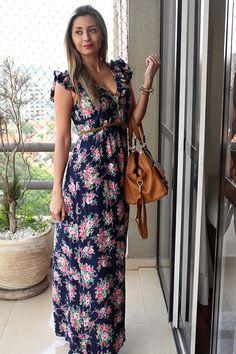 Postei no meu instagram há algum tempo uma foto de look usando um vestido longo florido e recebi tantos elogios que resolvi usar novamente para fotografar e mostrar aqui no blog.  O vestido não é novo, acho que vocês não vão conseguir achar um igual, mas vai que você encontra algo parecido, né?  …