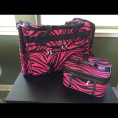 """Duffle & matching make up case 22"""" duffle and  10"""" x6"""" makeup case. Perfect for traveling!! Jgarden Bags Travel Bags"""