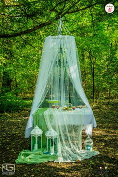 Bohém esküvőnél, a sütis pultot sem lehet komolyan venni.