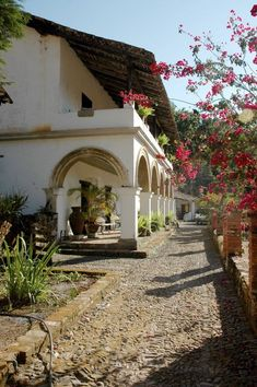 Spanish style homes – Mediterranean Home Decor Mexican Style Homes, Hacienda Style Homes, Spanish Style Homes, Spanish Revival, Spanish House, Spanish Colonial, Art Tropical, Mexican Hacienda, Casa Patio