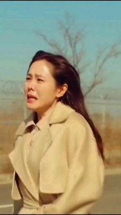 Korean Drama Songs, Korean Drama Romance, Korean Drama Best, Korean Drama Quotes, Hyun Bin, Korean Actresses, Korean Actors, Decendants Of The Sun, Sad Song Lyrics