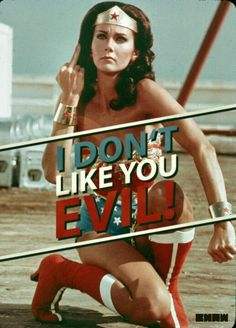 Wonderwoman Against EVIL  (Bilde ich mir das ein oder sieht sie aus wie herzogin  kate)