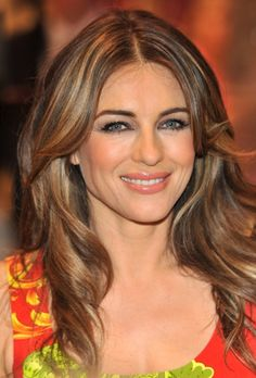 Elizabeth Hurleys sexy curls - All For Hair Color Trending Hair Colour For Green Eyes, Makeup For Green Eyes, Brown Hair Colors, Hailey Baldwin, Hampshire, Celebrity Hairstyles, Cool Hairstyles, Elizabeth Hurley, Elizabeth Jane