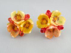 Vintage Shell Flower Earrings by MilliesAttic on Etsy