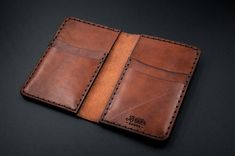 Leather Wallet Pattern, Handmade Leather Wallet, Leather Card Wallet, Stitching Leather, Leather Tooling, Leather Wallets, Leather Purses, Diy Leather Projects, Leather Workshop