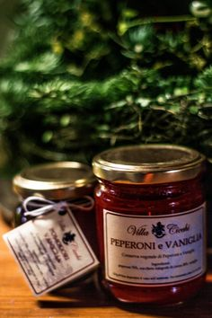 La marmellata peperoni e vaniglia è ideale da abbinare a formaggi come il cacio cavallo e il provolone arrosto. #sharefood #thebestfood #foodzie