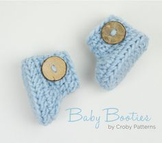 And not only that, but these booties are adorable! What's not to like?! You can crochet a pair of these super cute baby booties it around 15 minutes. Needless to say this is ideal when you wa…