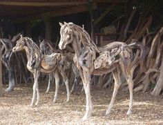 Heather Jansch -Her life size artwork are absolutely stunning! Made from driftwood! Driftwood Wall Art, Driftwood Sculpture, Horse Sculpture, Animal Sculptures, Horse Crafts, Wooden Art, Equine Art, Horse Pictures, Land Art