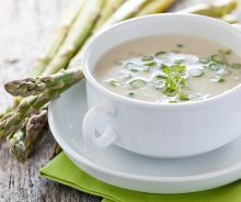 Favorito A beautiful bowl of Cream of Asparagus Soup is a delicious and special dish for any seasonal gathering or simply Leer más Creamed Asparagus, Fresh Asparagus, Salad Topping, Baked Tofu, Dieta Detox, Dough Recipe, Menu Planning, Soups And Stews, Soup Recipes