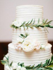 Cake Floral by Wild Bunches Floral in Dripping Springs, TX Photo by: Loft Photography