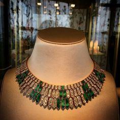 Extrait de la nouvelle collection de haute joaillerie Bvlgari dévoilée à Cap-Ferrat. #bulgari #hautejoaillerie #joaillerie #jewelry #luxe #luxury #serpent #snake #garden #new