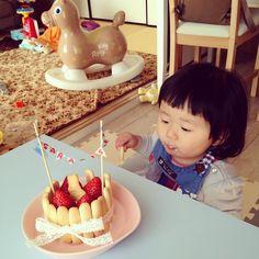 Instagram media ymm125 - 1歳お誕生日おめでとう♡♡あっと言う間の1歳でうれしいような寂しいような** #1歳 #2月生まれ #誕生日#女の子#ロディ#離乳食#ケーキ