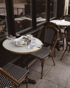 Life Is Beautiful, Beautiful Homes, Parisian Cafe, Coffee Instagram, Cafe Bistro, French Cafe, Outdoor Tables, Outdoor Decor, Beautiful Houses Interior