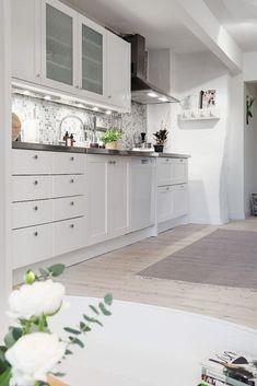 cladding kitchen mosaic decoration gray and white decoration Nordic living rooms Nordic decoration decoration Nordic Home Interior, Interior Decorating, Kitchen Design, Kitchen Decor, Nordic Living Room, Living Rooms, Kitchen Mosaic, White Decor, Kitchen Styling