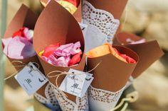 Conos von blondas by Erika Events and Weddings
