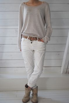 love this look, slouchy sweater, white jeans and boots